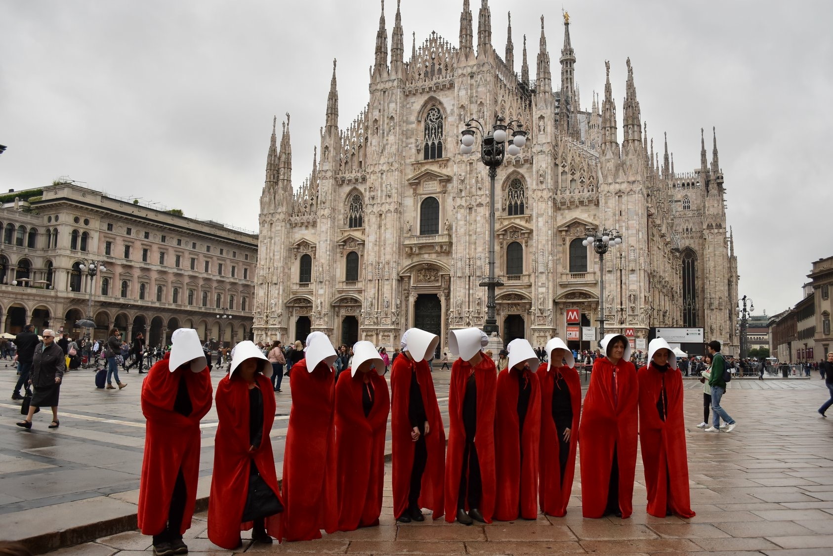 A performance made by a group of women from the feminist collective Non Una di Meno in May 2018. They dressed as handmaids in front of the imposing Duomo of the metropolitan city of Milan.